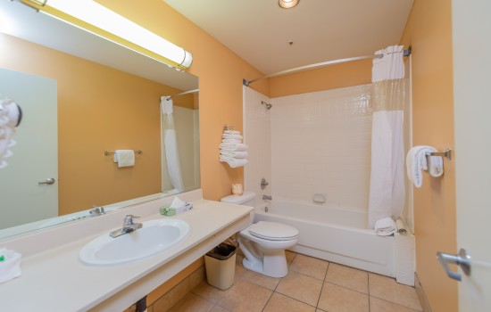Welcome To The Ocean Pacific Lodge - Private Bathroom For Deluxe King Room With 2 King Beds